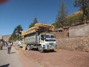 Camion sur une route au Maroc