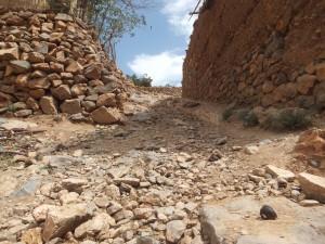 Chemin de pierre dans le Haut Atlas