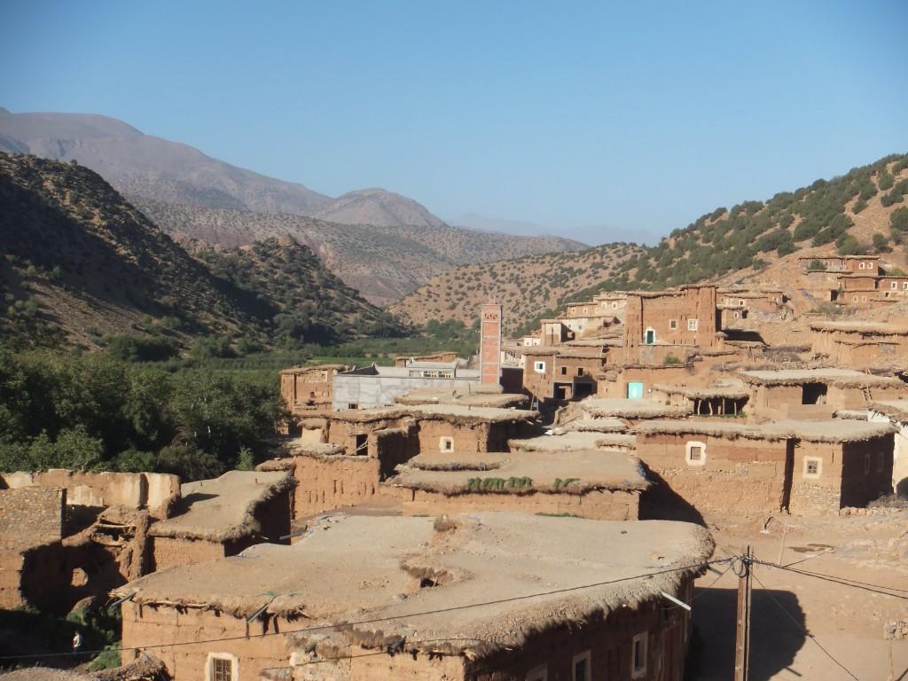 Paysages berbères et maison sous le soleil