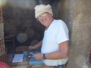 Un dentiste en mission de bénévolat humanitaire avant une intervention au Maroc
